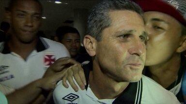 Vasco é recebido por multidão de torcedores no aeroporto de Manaus - No próximo domingo, o Cruzmaltino enfrenta o Fluminense pelo Campeonato Carioca.