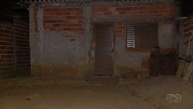 Ladrões invadem casa e atiram na cabeça de uma das vítimas, em Goiânia - Estado de saúde dele é considerado gravíssimo.