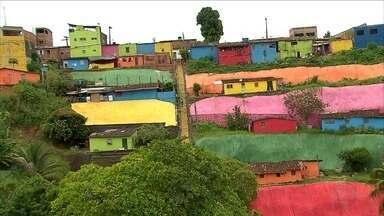 Projeto leva cor para casas na Zona Norte do Recife - Tinta foi doada por comerciantes e cores, escolhidas por moradores.