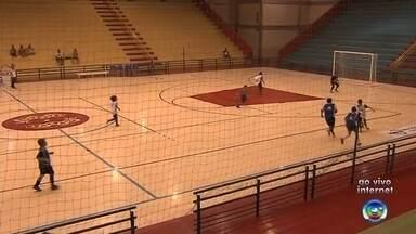 Jogos das oitavas de final da Copa TV TEM de futsal começam em Pompeia - Os jogos das oitavas de final da Copa TV TEM de futsal começam nesta sexta-feira em Pompeia. Serão duas partidas.