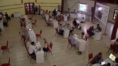 Operadoras de turismo da Europa e EUA se reúnem em Bonito com promessa de futuros negócios - Esta semana, operadores de turismo da Europa e dos Estados Unidos estiveram em Bonito (MS) em um encontro que pode render muitos negócios futuros. A ideia é que eles ajudem a atrair turistas estrangeiros para Mato Grosso do Sul: em especial, para conhecer as belezas do Pantanal e da Serra da Bodoquena.