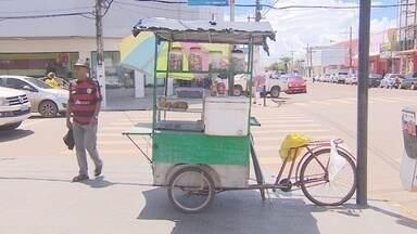 Ocupação de calçadas no Centro de Macapá é alvo de reclamações constantes - Ocupação de calçadas no Centro de Macapá é alvo de reclamações constantes