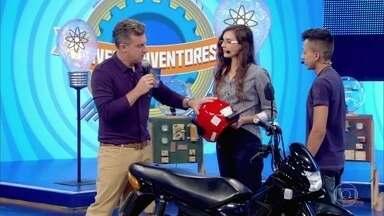 Estudantes desenvolvem dispositivo que faz moto só dar partida mediante o uso do capacete - A invenção fecha a quinta temporada do quadro 'Jovens Inventores'