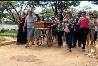 Enterrado, em Montes Claros, o corpo do estudante morto durante confusão em uma festa - Segundo a PM, a briga teria começado por causa de uma bebida.