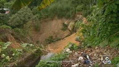 Moradores do Riacho Doce, em Manaus, criticam crateras nas ruas - Problema ocorre há meses e famílias cobram solução