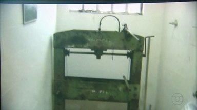 PF descobre laboratório clandestino de crack no Recife - Com suspeito, polícia encontrou insumos usados na fabricação da droga.
