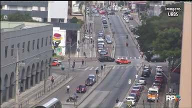 Pesquisa deve apontar os principais trajetos dos moradores de Curitiba e região - O objetivo é melhorar o trânsito para quem anda de ônibus, carro ou a pé.