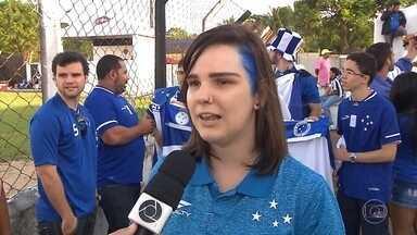 Torcedora nascida em Santa Catarina e que mora em João Pessoa é apaixonada pelo Cruzeiro - Conheça a história da catarinense que pinta os cabelos de azul em homenagem ao time mineiro