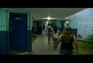 Alunos dividem tarefas durante ocupação de escolas no interior do Rio - Ao todo, 65 escolas estão ocupadas em todo o Estado.