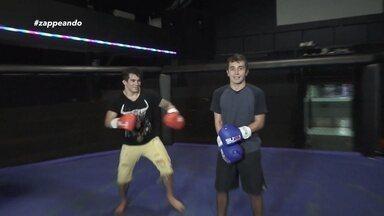 Moacyr sente a força do lutador de MMA Ronnys Torres - Apresentador do 'Zappeando' experimenta golpe do atleta.