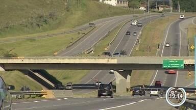 Concessionária Tamoios tem embargo em obra na serra - Obra faz parte de pacote que autoriza pedágio na rodovia.