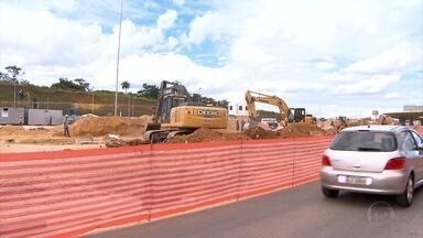 Obras de terminal alteram acesso ao Aeroporto de Confins - Com ampliação, o aeroporto terá capacidade aumentada para mais de 20 milhões de passageiros por ano.