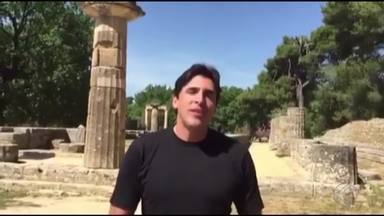 Primeiro brasileiro a conduzir tocha olímpica, Giovane Gávio já está na Grécia. - Professores relembraram trajetória do bicampeão olímpico de vôlei, natural de Juiz de Fora.