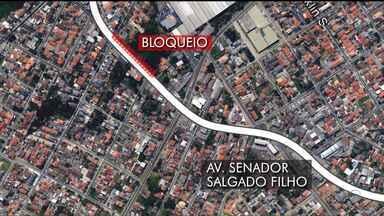 Atenção motoristas para alterações no trânsito - A Avenida Salgado Filho, em Curitiba, tem mudanças de tráfego por causa de obras