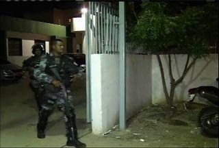 Jovens infratores fazem rebelião em Centro Educacional em Fortaleza - De acordo com a Polícia Militar, o motim começou por volta das 19h30.