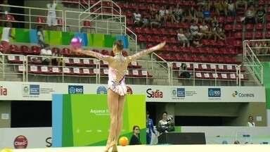 Atletas da ginástica rítmica lutam pelas últimas vagas para as Olimpíadas do Rio - As 24 ginastas, de 18 países, começaram a disputa pelas vagas no Parque Olímpico. A brasileira Natália Gaudio já está garantida.