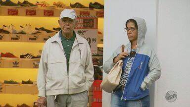 Tempo esfria e moradores já tiram agasalhos do guarda-roupas em Poços de Caldas (MG) - Tempo esfria e moradores já tiram agasalhos do guarda-roupas em Poços de Caldas (MG)