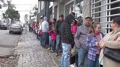 Primeiro dia de frio em Ponta Grossa e moradores buscam vacina e proteção - Além da vacina contra H1N1 tem medidas simples que você não deve esquecer