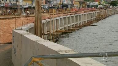 Donos de embarcações reclamam da falta de espaço para atracar no cais - Depois que começaram as obras do projeto orla, o espaço para as pequenas embarcações que vêm do interior e de municípios vizinhos ficou limitado.