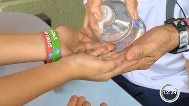 Medo de H1N1 está mudando os hábitos nas escolas em Pinda - Uma morte foi confirmada pela doença na cidade.