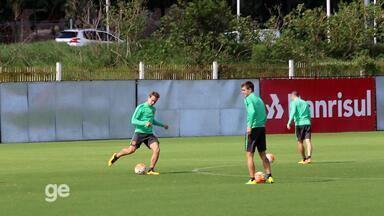 Inter treina troca de passes na defesa sob pressão - Assista ao vídeo.