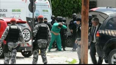 Bandidos invadem agência dos Correios e fazem reféns em João Pessoa - Os bandidos se entregaram no começo da tarde depois de uma longa negociação com os policiais.
