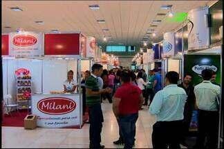 Encontro do setor varejista é realizado em Divinópolis - Cerca de duas mil pessoas devem passar pelo local do evento.