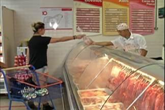 Consumidores reclamam de reajustes nos supermercados - Carne é um dos produtos que teve o maior reajuste.