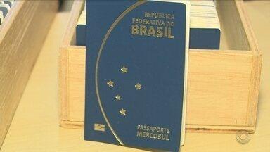 Demora na emissão de passaportes preocupa catarinenses - Demora na emissão de passaportes preocupa catarinenses