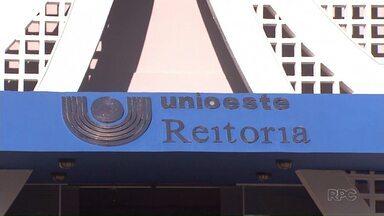 Unioeste é tema de reportagem sobre as universidades estaduais - Problemas da UEM e da UEL se repetem na universidade do oeste do Paraná: falta de verbas e de servidores