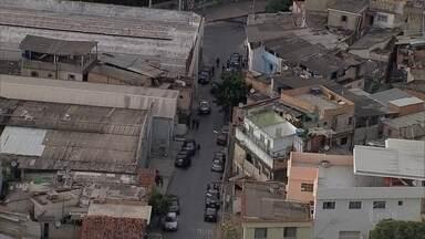 Polícia prende sete suspeitos de integrar quadrilha de tráfico de drogas em BH - Operação aconteceu nesta quarta-feira (27) na Pedreira Prado Lopes, na Região Noroeste da capital mineira.