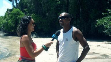 Pé na Pista leva morador de Itacaré para conhecer praia na região - A visita é feita à Praia da Engenhoca