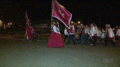 A folia do Divino Espírito Santo é uma das mais tradicionais celebrações dos cristãos - Em Guarapuava, os foliões estão indo às casas, levando alegria à comunidade.