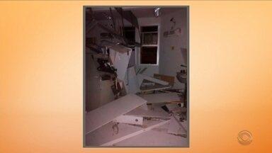 Após explosão de caixas eletrônicos, base da PM é alvejada no Norte - Após explosão de caixas eletrônicos, base da PM é alvejada no Norte