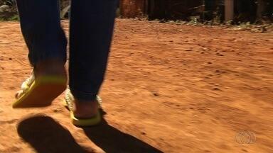 Servidores da Educação Estadual denunciam atraso no pagamento do vale transporte, em Goiás - Eles afirmam que estão há um mês com o pagamento do vale atrasado.