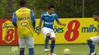 Robinho dá caneta em Arrascaeta e faz gol no primeiro treino com bola na Toca da Raposa II - Robinho dá caneta em Arrascaeta e faz gol no primeiro treino com bola na Toca da Raposa II