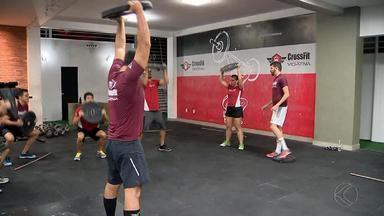Atletas aproveitam a noite para manter a forma em Juiz de Fora - Donos de academias estendem horário de atendimento para atender à demanda de praticantes de exercícios físicos.