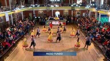 Concurso de dança tradicionalista é organizado em Passo Fundo, RS - O evento Reculuta Farroupilha está em sua quinta edição.