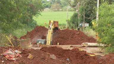 Ponte do Vale Azul começa a ser reconstruída - Estrutura é uma das ligações entre Maringá e Sarandi, e foi parcialmente destruída pela chuva do começo do ano