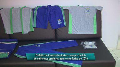 Prefeito autoriza a compra de uniformes escolares - Aquisição só foi liberada depois do repasse de verbas federal.