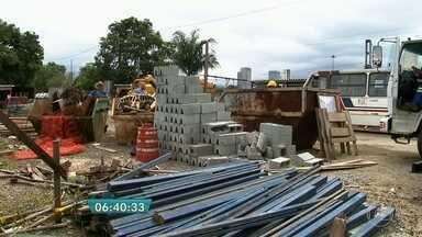 Obras de velório municipal estão atrasadas há 5 anos em Carapicuíba - Obra do Paço Municipal está com atraso de 8 anos. Prefeitura de Carapicuíba informou que as obras do terminal estão em fase final.