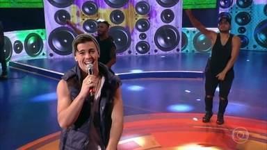 Biel canta 'Química' e agita a plateia do Caldeirão - O cantor de funk arranca gritos das fãs