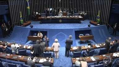Senado acerta detalhes para votar pedido de afastamento de Dilma - A Comissão Especial do Impeachment no Senado aprovou o relatório do senador Antonio Anastasia. A votação do parecer está marcada para a quarta-feira (11).