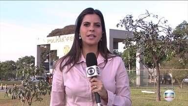 Nova fase da Zelotes tem Mantega como alvo de condução coercitiva - A ação acontece em São Paulo, Distrito Federal e Pernambuco. A Operação Zelotes investiga uma suposta compra de medidas provisórias para beneficiar empresas do setor automotivo.
