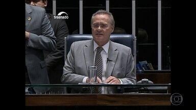 Renan Calheiros mantém votação do processo de impeachment na quarta (11) - O presidente interino da Câmara tentou parar o processo de impeachment através da anulação da votação pela qual mais de 2/3 dos deputados decidiram que se deveria abrir o processo de afastamento de Dilma. O presidente do Senado ignorou a decisão.