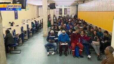 Problemas no sistema causa atrasos na retirada do Seguro-Desemprego no RS - Assista ao vídeo.