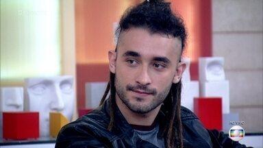 Gabriel Reif comemora o sucesso de Jaimaica - Ator conta que sofreu discriminação por causa do visual com dreadlocks que adotou por causa do personagem de 'Totalmente Demais'