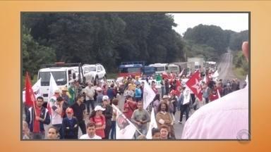 Protestos bloqueiam rodovias em Santa Catarina nesta terça-feira (10) - Protestos bloqueiam rodovias em Santa Catarina nesta terça-feira (10)