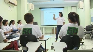 Técnica de enfermagem ensina Libras a colegas e facilita atendimento a deficientes - Técnica de enfermagem ensina Libras a colegas e facilita atendimento a deficientes