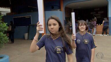 Conheça alunas de Campo Grande que vão carregar a tocha olímpica - A tocha olímpica chegou ao Brasil e ela chega a Campo Grande no fim de junho. Mas para duas alunas, a ansiedade já está batendo forte no coração. É porque elas foram escolhidas para carregar o símbolo das Olimpíadas depois de vencerem um concurso de redação.